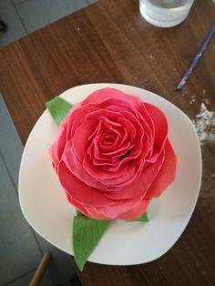 A beautiful 3-D rose as a cake!