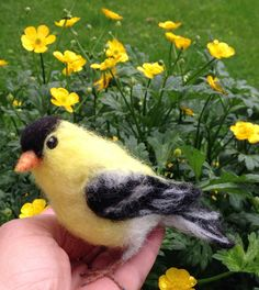 Needle felt Goldfinch Wool Songbird Life Size door ClaudiaMarieFelt