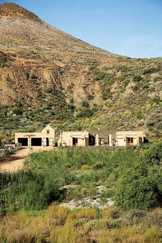 A new house has emerged from the fertile land outside Barrydale, yet it appears to have always rested under the protection of the surrounding mountains. Tiny House, House On The Rock, Farmhouse Design, Rustic Design, Farmhouse Ideas, South African Homes, Internal Courtyard, Tadelakt, Highland Homes