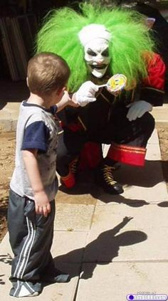 Umm. Repeat after me ... Clowns are NOT Scary! --- This one is from Creepy Clown Photo Gallery : theBERRY
