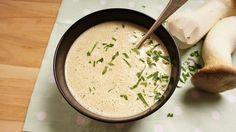 Wie man in den Wald hineinruft, so schallt es bekanntlich heraus. Wir haben die Pilze für diese Suppe aber nicht aus dem Wald gegebrüllt sondern einfach nur geputzt und schonend zubereitet. Waidmansheil!