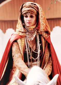 everythingdolls: Beautiful Women in Costume Eva Green, seen here as Sibylla of Jerusalem in Kingdom of Heaven, is this week's entry. Green's costumes in the film are just stunning - I wish. Actress Eva Green, Estilo Hippie, The Costumer, Kingdom Of Heaven, Period Outfit, French Actress, Arabian Nights, Movie Costumes, Larp