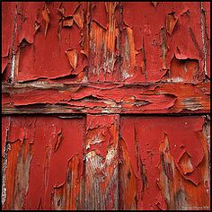 Still red.and somehow still beautiful. Monet, Foto Macro, I See Red, Peeling Paint, Art Textile, Vintage Travel Posters, Shades Of Red, My Favorite Color, Textures Patterns