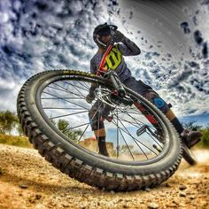 As a beginner mountain cyclist, it is quite natural for you to get a bit overloaded with all the mtb devices that you see in a bike shop or shop. There are numerous types of mountain bike accessori… Downhill Bike, Mtb Bike, Road Bike, Cycling Art, Cycling Bikes, Cycling Quotes, Cycling Jerseys, Velo Dh, Foto Glamour