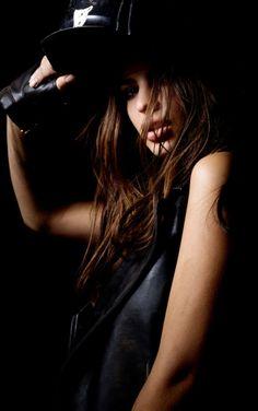 Newsbeast.gr   LIFESTYLE : Η καυτή φωτογράφιση της Emily Ratajkowski με μαγιό