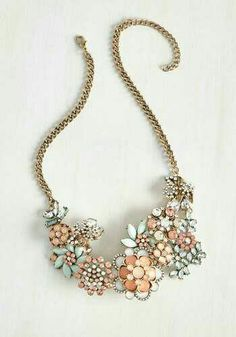 this statement necklace color combo, perfection.