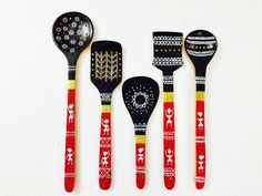 Hand painted warli art spoons - Kitchen Decor Kitchen & Dining Home Décor Worli Painting, Bottle Painting, Bottle Art, Bottle Crafts, Painted Spoons, Hand Painted, Wooden Spoon Crafts, Wooden Spoons, Wooden Spatula