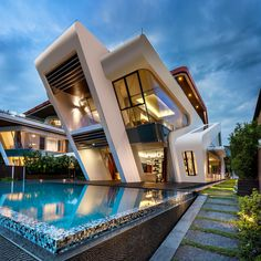Amazing with Mistral Villa by Mercurio Design Lab to be feature! ________ Visualization Location: Singapore Mercurio Design Lab Tag an architecture lover! Contemporary Architecture, Amazing Architecture, Interior Architecture, Modern Contemporary, Futuristic Architecture, Sustainable Architecture, Futuristic Houses, Singapore Architecture, Italy Architecture
