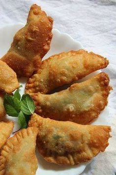 Deep Fried Ravioli is an Italian dish modified as per Indian Taste. Homemade Ravioli, Ravioli Recipe, Homemade Food, Food N, Food And Drink, Ricotta, Tunisian Food, Supper Recipes