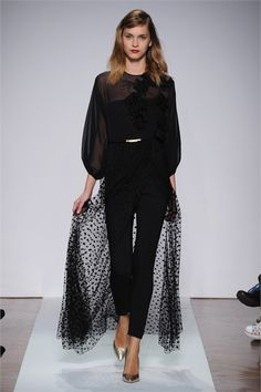 Take a look to .normaluisa Collections Fall Winter the fashion accessories and outfits seen on Milano runaways. London Night Out, E Design, I Dress, What To Wear, Ready To Wear, Fashion Accessories, Fall Winter, Vogue, Fashion Outfits