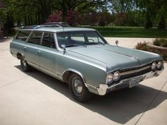 Oldsmobile Vista Cruiser '65. Drove one just like this in my younger days