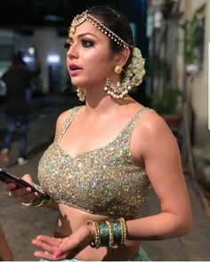 South Indian Actress Hot, Indian Tv Actress, Indian Attire, Indian Outfits, Indian Clothes, Amy Adams Bikini, Drashti Dhami, Beautiful Athletes, Beautiful Saree