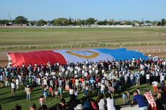 El 16 de noviembre 2014, el Nuevo Hipódromo de Las Flores celebró el 441º Aniversario de la Fundación de Santa Fe con una multitudinaria fiesta que, en uno de sus tramos, exhibió una bandera gigante de la provincia, como homenaje y reafirmación de la identidad. A su vez, como mensaje federal en el marco de reflexión sobre la planificación y distribución de los recursos de la actividad del turf en todo el territorio argentino.