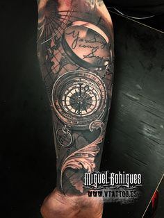 El pasado fin de semana tuvo lugar la 24 edición de la Convención Internacional de tatuajes de Frankfurt.Este es el espectáculo más grande del tatuaje en Alemania y uno de los más importantes del mundo, en el que asisten más de 600 artistas procedentes de más de 20 países.Miguel ha realizado una brújula junto con un mapa mundial. Cómo se puede apreciar, a la brújula no le falta el mas mínimo detalle.Esperamos que os guste.