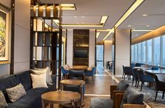 Defined by exceptional views and expansive spaces the #SheratonClub lounge js an ideal setting for gathering or holding impromptu business meeting.
