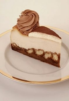 This Cheesecake Factory Tiramisu Cheesecake recipe emulates that of tiramisu, the classic Italian dessert. Like the traditional version, this sweet delight uses espresso-soaked lady fingers with mascarpone cheese. Italian Desserts, Just Desserts, Delicious Desserts, Cheesecake Recipes, Dessert Recipes, Pumpkin Cheesecake, Chocolate Cheesecake, Dessert Chocolate, Cheesecake Cake