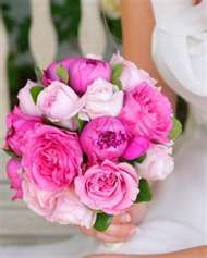 These are my favorite kind of flowers! I think I will do this color pink and navy with a pop of sunny yellow.