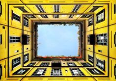 Cartoline di Milano, il cielo visto dalla sue corti