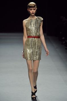 Add a red belt to a metallic gold dress. Thanks for the idea, Jenny Packham!