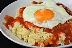 Hoy tenemos una receta de la cocina más tradicional y básica, un fijo en el recetario de cualquiera que tenga que cocinar en el día a día. El arroz a la cubana es uno de esos platos que gustan a toda la familia y que se hace en un