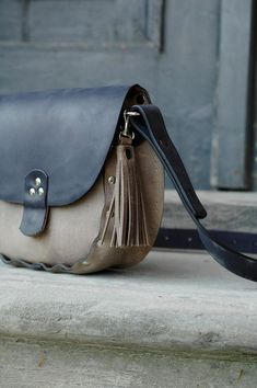 We want to introduce the latest combination of colors in our bags Mariola: Dark…