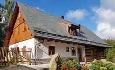 Fotogalerie realizovaných roubených staveb - roubenkyroubal.cz Chalet Style, Cottage Style Homes, Traditional House, Home Fashion, Country Living, Future House, Landscape Design, Exterior, House Design