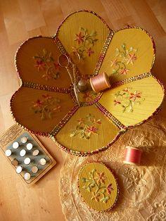 Vintage style sewing basket.