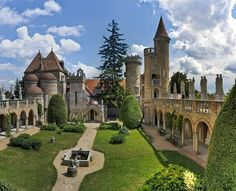 Neopovážte sa ísť na Balaton! Beautiful Castles, Beautiful Places, Beaux Arts Architecture, Monuments, Heart Of Europe, Amazing Buildings, Budapest Hungary, Holiday Destinations, Holiday Travel