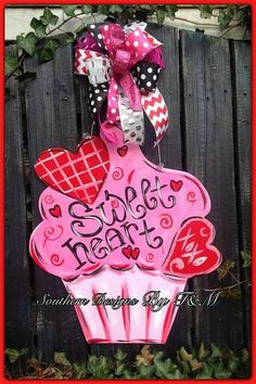 Hey, I found this really awesome Etsy listing at https://www.etsy.com/listing/219368544/valentines-sweet-heart-cupcake-door