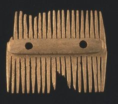 Viking comb on display at The Orkney Museum. (c) Orkney Library & Archive.