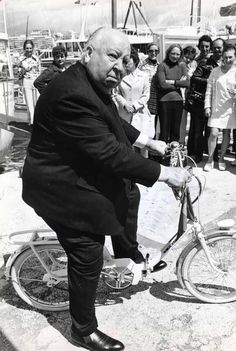 Alfred Hitchcock, Cannes, 1972 | #actor #photography #people