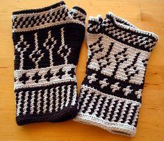 Black and White fingerless mittens: Tapestry Crochet Pattern