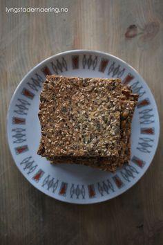 Frøknekkebrød med hirse og quinoa (lavFODMAP) - GODT FOR MAGEN Fodmap, Quinoa, Banana Bread, Desserts, Food, Tailgate Desserts, Deserts, Essen, Postres