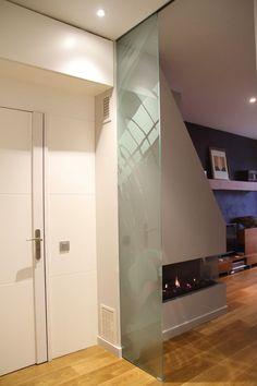 Federico Centarti Studio: Restauración piso completo, 90 m2   2013 - Trabajos en madera y cristal decorativo.