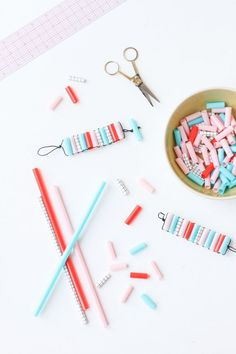 After school kids craft idea: diy straw bead bracelets. Straw Crafts, Diy Straw, Diy Bracelets Easy, Beaded Bracelets, Kids Bracelets, Beaded Necklace, Embroidery Bracelets, Summer Bracelets, Colorful Bracelets