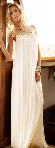 Белое платье в пол с кружевной кокеткой
