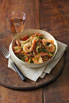 Gingered Shrimp with Soba  from familycircle.com #healthyfamilydinners