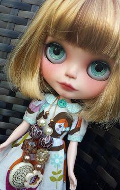 Maci OOAK Custom Blythe Doll Customised by A Dorky por ADorkyEmu