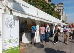 Más de 5.000 personas degustan vino Ribeiro en la feria 'Mercat de Mercats' de Barcelona http://www.vinetur.com/2013102413716/mas-de-5000-personas-degustan-vino-ribeiro-en-la-feria-mercat-de-mercats-de-barcelona.html