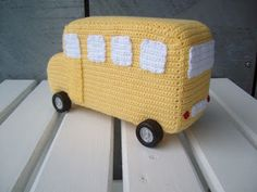 Crochet bus, free pattern, in Danish, by Tumlinger & Krudtugler.