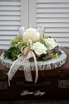 Here are the 20 Christmas centerpieces, which you liked best - Weihnachten Christmas Centerpieces, Xmas Decorations, Wedding Decorations, Christmas Time, Christmas Wreaths, Christmas Crafts, Deco Rose, Deco Floral, Decoration Table