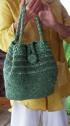 easy outfits Easy crochet bag is very good for shopping. Comfort colors bucket bag is very excellent in the city as market basket and in resort as beach bag. Knit market bag is very capac Crochet Handbags, Crochet Purses, Crochet Bags, Crochet Round, Bead Crochet, Crochet Blanket Patterns, Knitting Patterns, Free Knitting, Comfort Colors