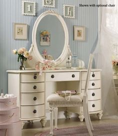 Dressing Table I'd love that to match my quilt & room decor