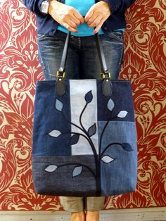Denim applique bag - Judith Hollies MoreSo this is denim bag I took inspiration for this bag from here, and it was actually the first one I made of the set of Special features include twin needling (on pre-made fusible bias) and saJust Jude Designs - Patchwork Bags, Quilted Bag, Patchwork Designs, Crazy Patchwork, Patchwork Patterns, Sewing Patterns, Bag Quilt, Diy Sac, Denim Purse