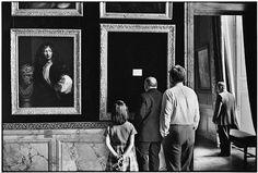 Elliott Erwitt, Versailles, France, 1975