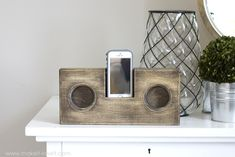 Passive Amplifiers DIY: How to Make a Wooden Speaker For Your Phone Wooden Crafts, Wooden Diy, Diy And Crafts, Creative Crafts, Kids Crafts, Wooden Speakers, Diy Speakers, Iphone Speakers, Popsicle Stick Diy