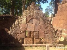 My last day in Cambodia started the same way as yesterday. I was down at breakfast by and pickup… Read Angkor Wat, Cambodia, Lion Sculpture, Statue, Live, Day, Breakfast, Morning Coffee, Sculptures