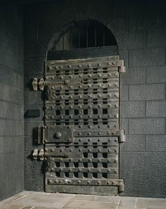 The Debtors' Door, Newgate Prison. It was popular because so many people overextended themselves and landed behind its bars. It was not unheard of to have the members of fashionable society seen there either behind the bars or visiting.