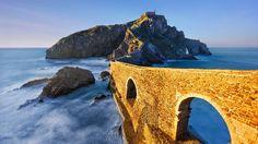 Gaztelugatxe  | San Juan de Gaztelugatxe, Bermeo, Basque Country, Spain (© Mimadeo ...