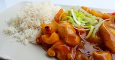 Sladkokyselé kuřecí s ananasem China Food, Grains, Food And Drink, Chicken, Meat, Pineapple, Red Peppers, Chinese Food, Seeds